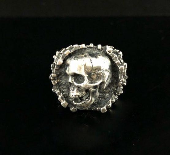 Кольцо «Скала» (с черепом 3/4) Кольцо «Скала» (с черепом 3/4)