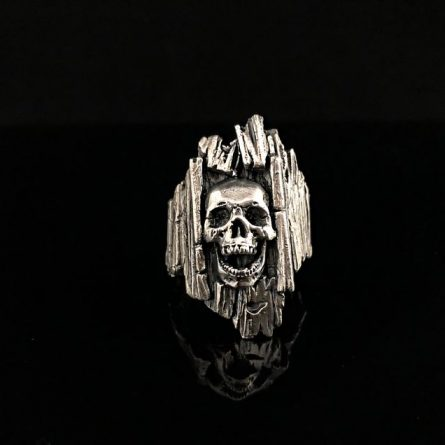 Кольцо череп в дереве серебро