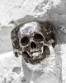 Кольцо с большим черепом, с нижней челюстью