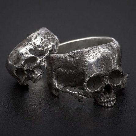 Кольцо с большим черепом, без нижней челюсти