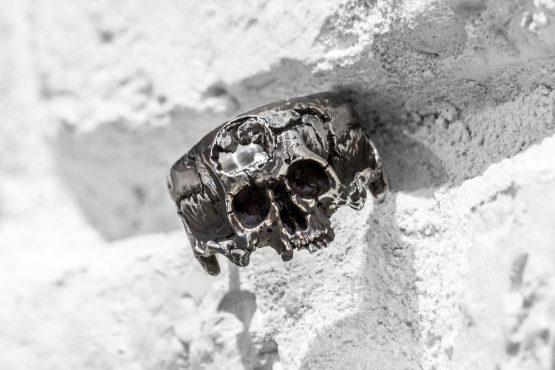 Кольцо проломленный череп, без нижней челюсти