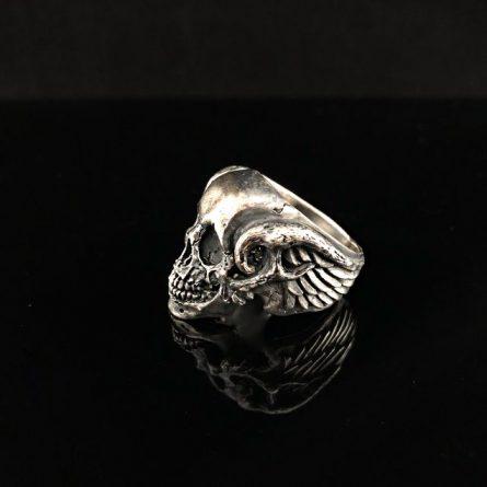 Кольцо череп с крыльями и рогами с нижней челюстью
