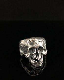 Кольцо проломленный череп, с нижней челюстью