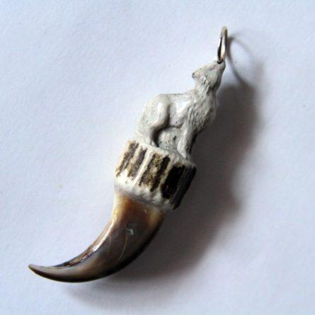 Резной волк из рога сибирской косули