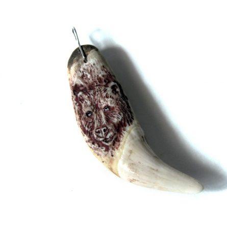 Клык медведя с резьбой на корне