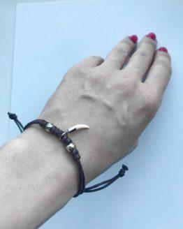 Плетеный браслет с зубом